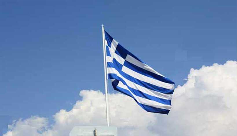 Κρήτη: Μαθητής πήρε αποβολή γιατί ύψωσε την ελληνική σημαία