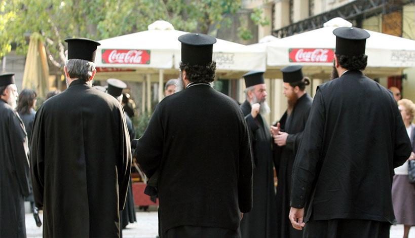 Γιατί οι ιερείς φοράνε μαύρο ράσο;