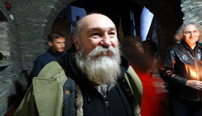 Ο Τζίμης Πανούσης στην Ιερά Μονή της Παναγίας Παναχράντου στην Άνδρο