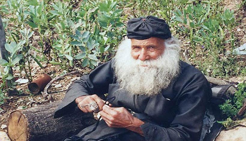 Άγιον Όρος: Ο Πατήρ Χαράλαμπος ο κομποσκοινάς