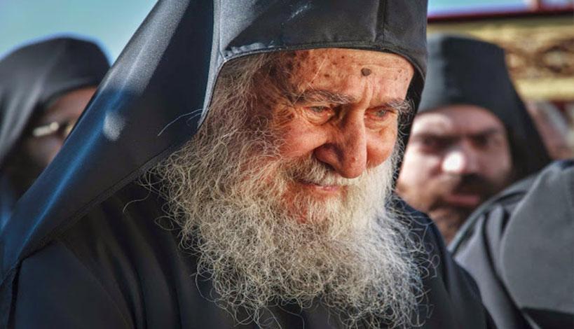 Να προσέξουμε να είμαστε οχυρωμένοι στα ιδανικά μας. Δεν θα προδώσουμε! Είμαστε Έλληνες Ορθόδοξοι Χριστιανοί! Δεν προδίδουμε! Δεν υποχωρούμε! Δεν δεχόμαστε αιρέσεις και κακίες και σατανικά ιδανικά!
