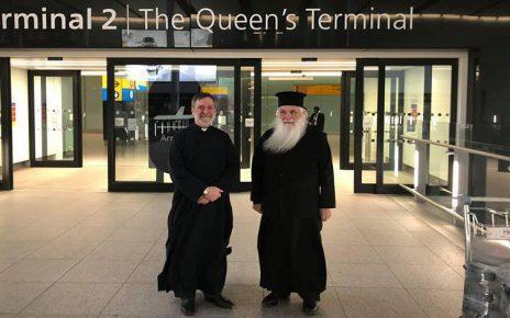 Ο Μητροπολίτης Αργολίδος έφτασε στο αεροδρόμιο Heathrow της Αγγλίας ,όπου τον υποδέχθηκε ο πρωτοπρεσβύτερος π. Αναστάσιος Σαλαπάτας εφημέριος του Αγίου Παντελεήμονα στο βορειοδυτικό Λονδίνο.