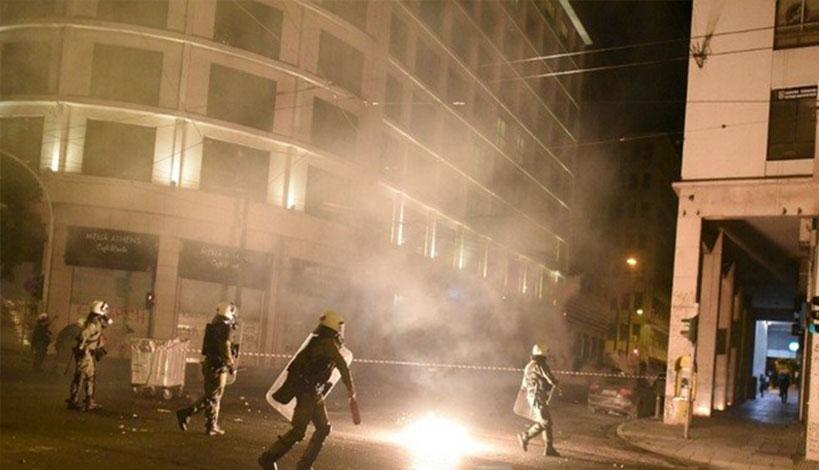 Συμπλοκές χούλιγκαν στο κέντρο της Αθήνας