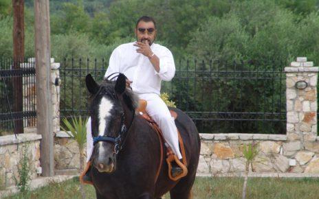 Αρτέμης Σώρρας: Ο... δισεκατομμυριούχος που πίστευε ότι θα είναι μια ζωή «καβάλα στο άλογο»Αρτέμης Σώρρας: Ο... δισεκατομμυριούχος που πίστευε ότι θα είναι μια ζωή «καβάλα στο άλογο»
