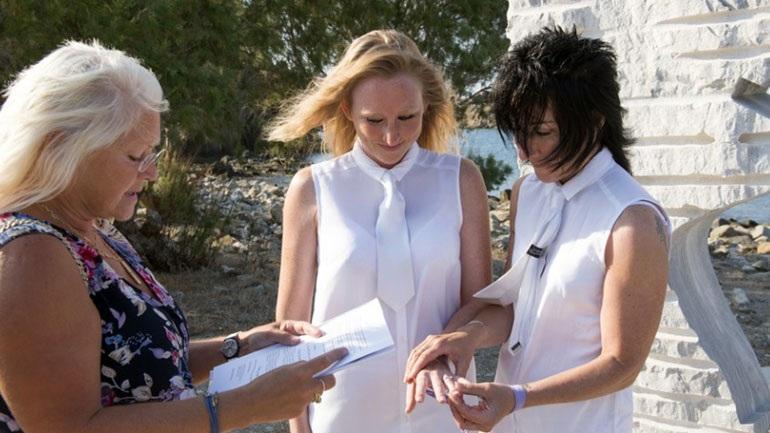 Στη Λέσβο ο πρώτος επίσημος πολιτικός γάμος μεταξύ δύο γυναικών