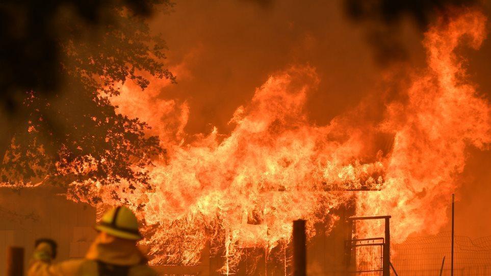 Πυρκαγιές στις ΗΠΑ: Δεν έχουμε ξαναδεί κάτι τόσο απρόβλεπτο, λένε οι αρχές της Καλιφόρνια