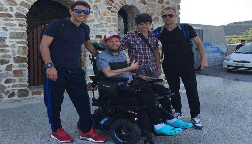 Άγιον Όρος: Ανάπηρος πρώην Ρουμάνος διεθνής ποδοσφαιριστής στο περιβόλι της ΠαναγιάςΆγιον Όρος: Ανάπηρος πρώην Ρουμάνος διεθνής ποδοσφαιριστής στο περιβόλι της Παναγιάς