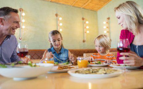 Τρώτε οικογενειακά το βραδινό σας, κάνει καλό στην υγεία!!