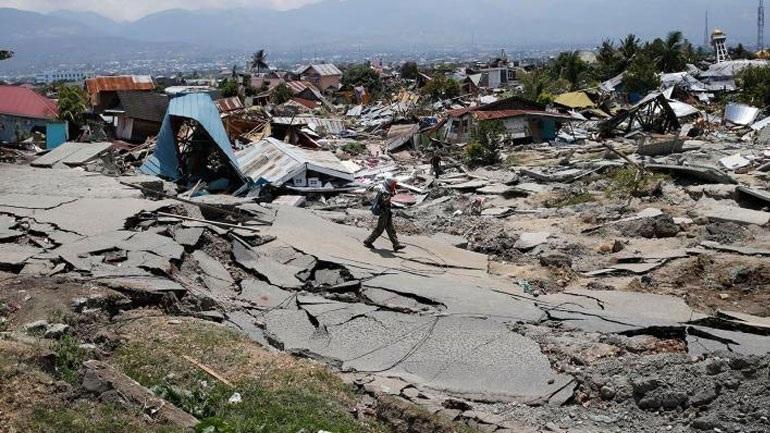Ινδονησία: Στους 2.045 ανέρχεται ο αριθμός των νεκρών από τον σεισμό και το τσουνάμι
