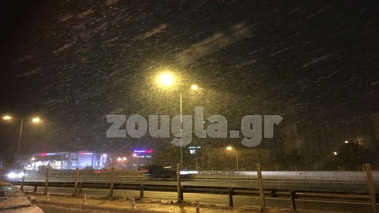 Κακοκαιρία - Αττική : Πυκνή χιονόπτωση στον Άγιο Στέφανο, στον Διόνυσο και στη Νέα Ερυθραία