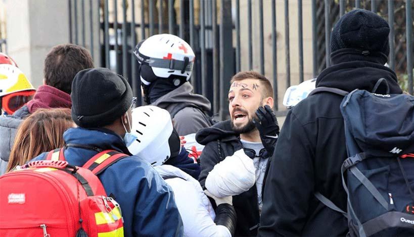 Γαλλία - Κίτρινα γιλέκα : Διαδηλωτής έχασε το χέρι του από χειροβομβίδα στο Παρίσι, ΒΙΝΤΕΟ